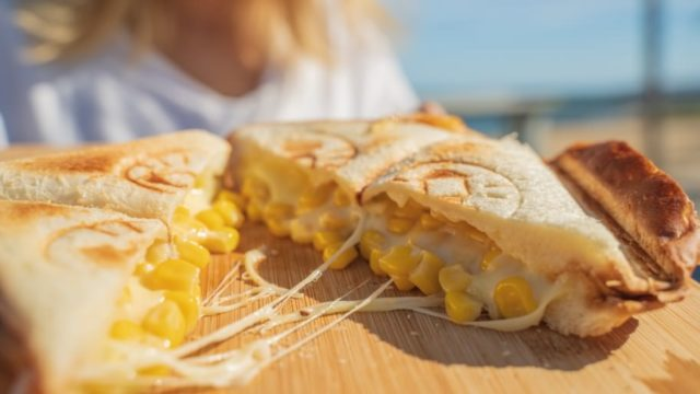 【防災クッキング】とろけるコーンチーズサンド【ホットサンドレシピ】